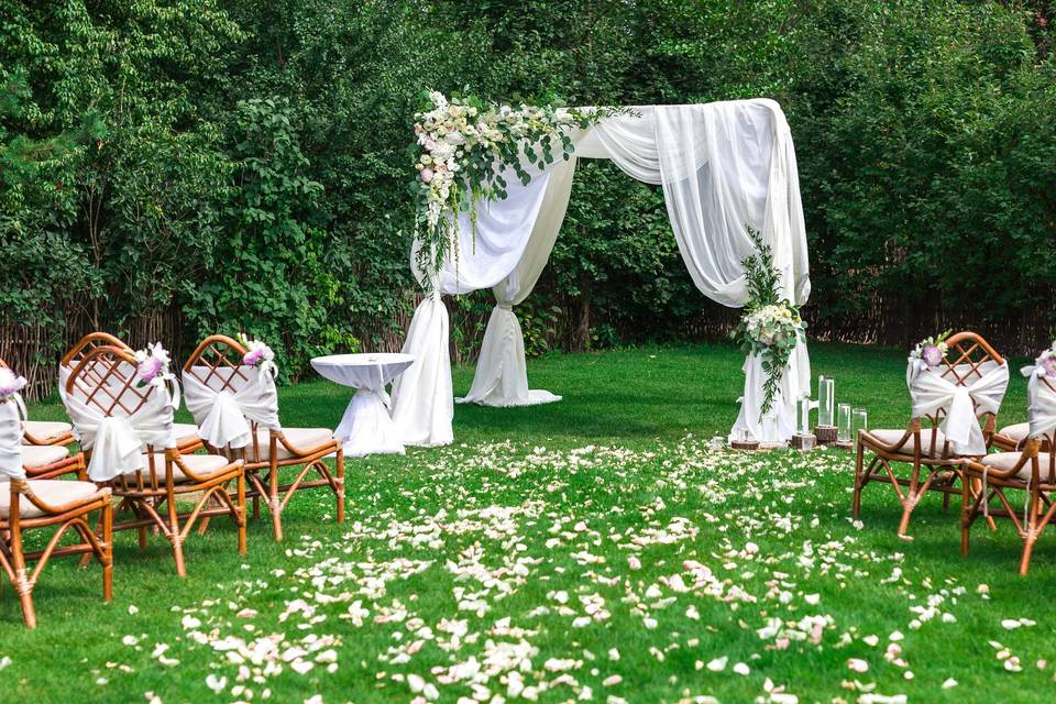 Intimate ceremony for 60 guest