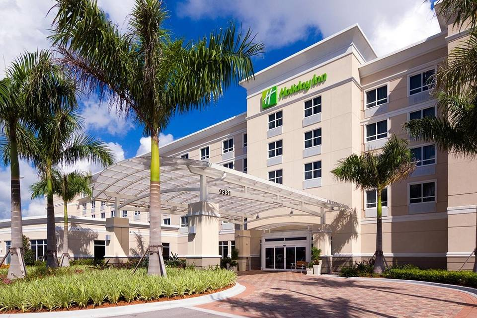 Exterior view of the Holiday Inn Ft. Myers Arpt-Town Center