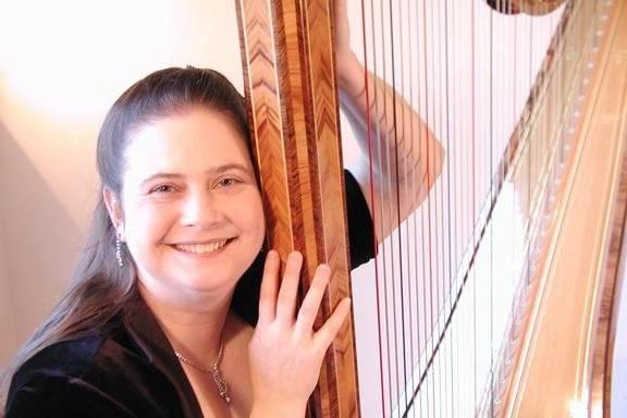 Harpist Stephanie Janowski