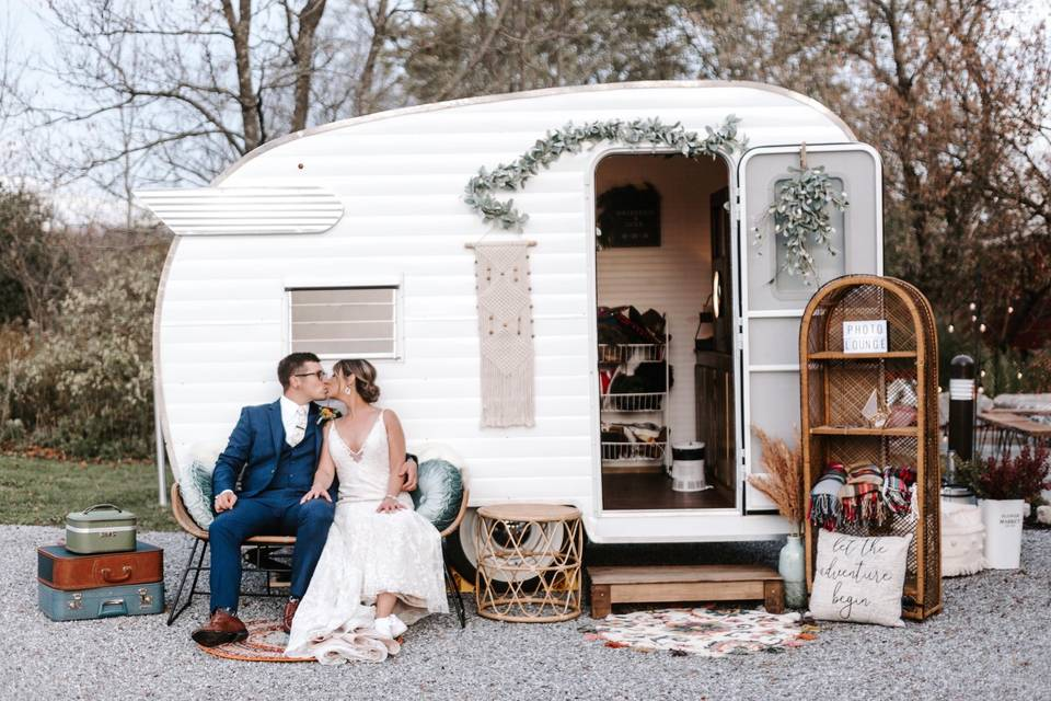 Snapshots Photo Bus & Booths