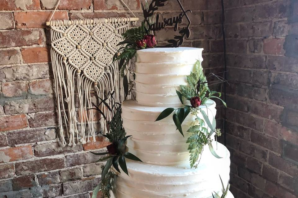 Simple cake with leaf design