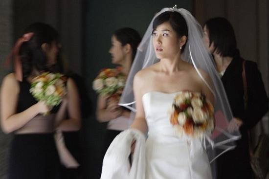 I've always wondered what goes on a bride's mind when she starts to walk towards the back of the church in preparation to the start of her wedding.