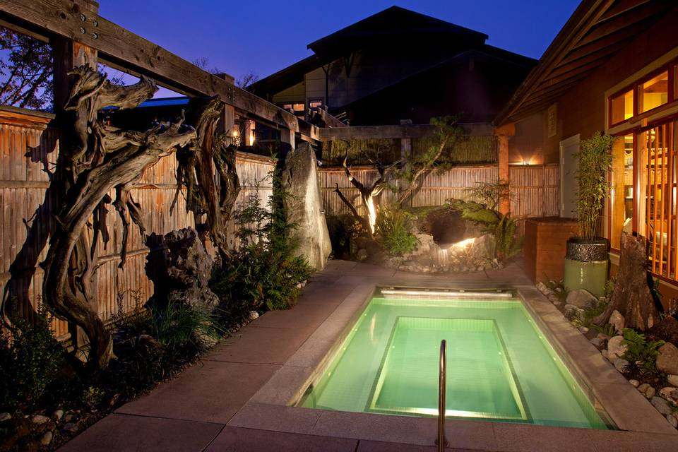 Outdoor relaxation pool