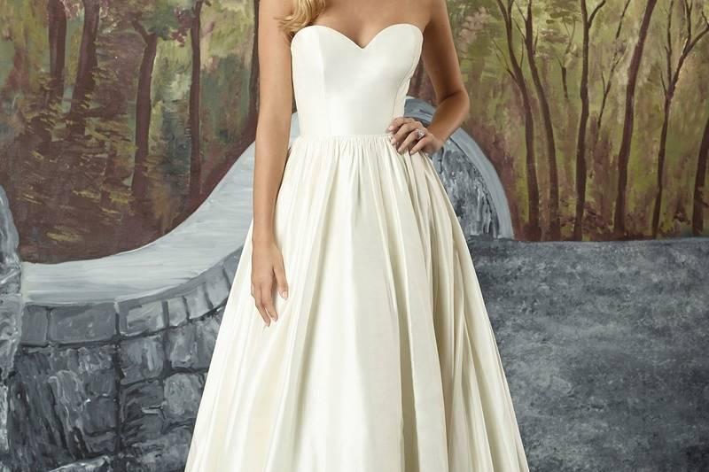 An elegant Silk Dupion ball gown