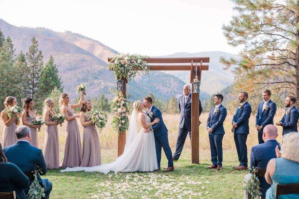 White Raven Wedding & Event Center
