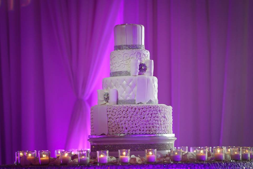 Brooches & Bling Wedding cake