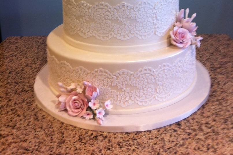 Lace sash and pink roses