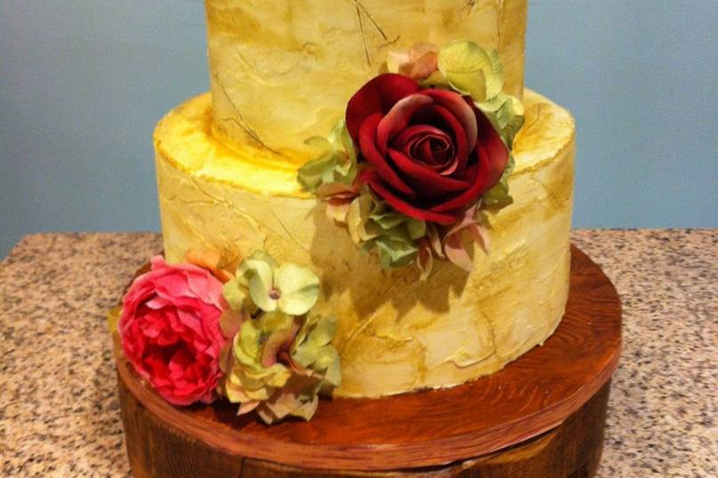 Rustic stucco cake with roses