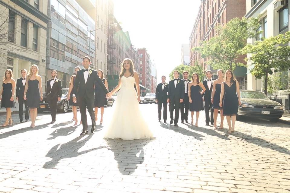 Stroll with the wedding party