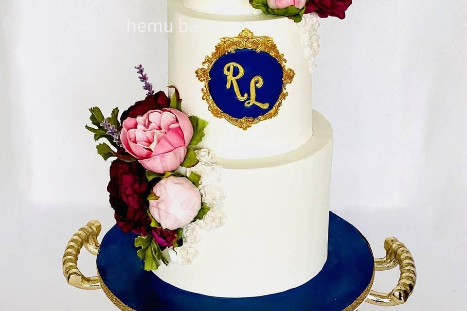 Regal elegance cake monogram