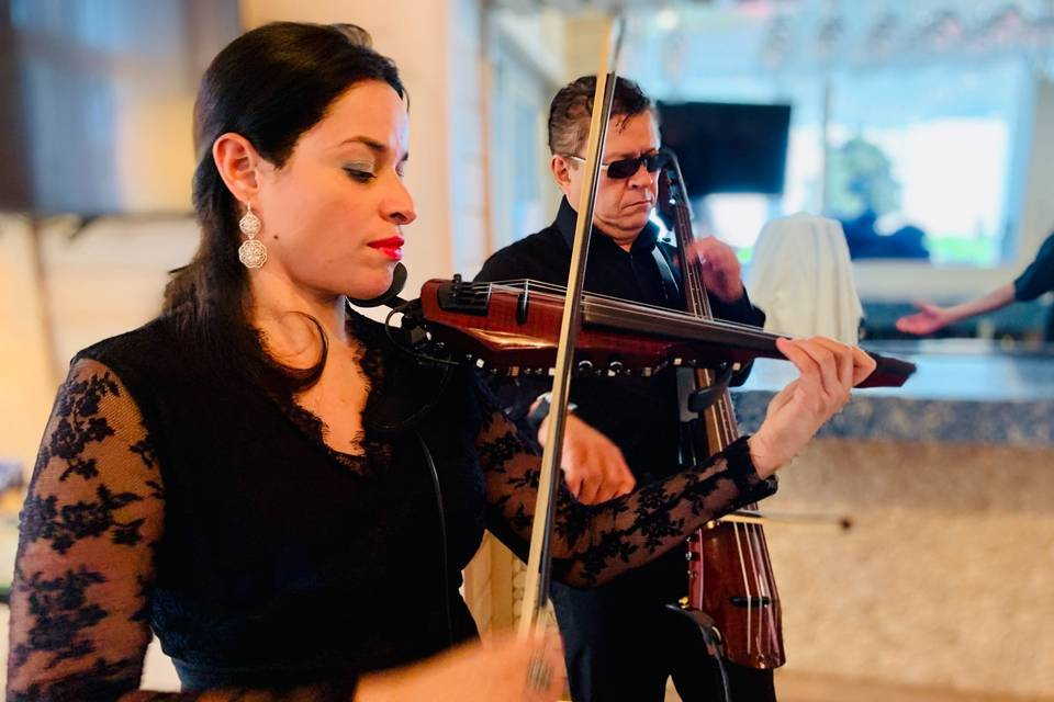 String duo at a wedding ceremony