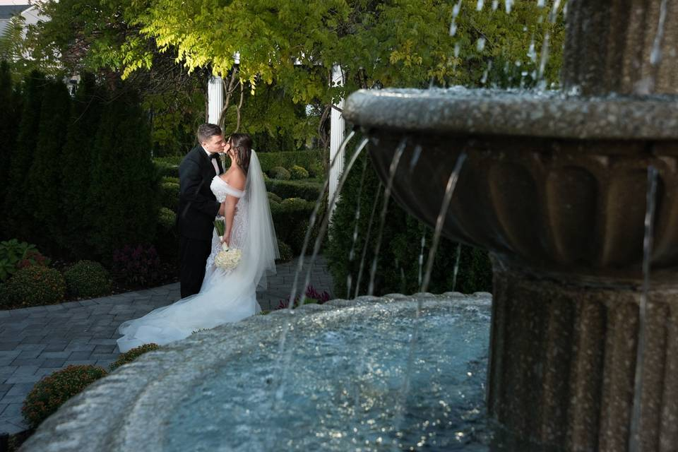 Couple kiss by the bubbling fountain