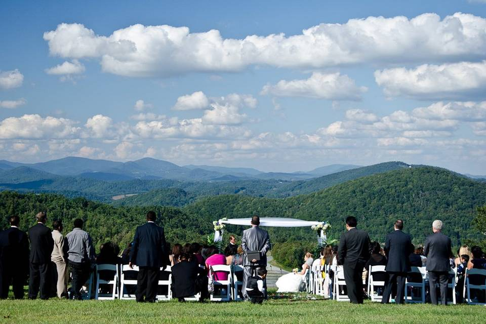 Gersom and Jessica enjoyed beautiful weather for their mountain top wedding