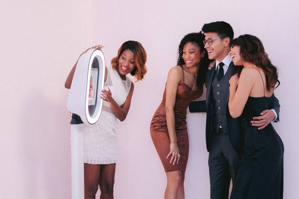 Sophisticated photo booth - thegoodlife photo booth