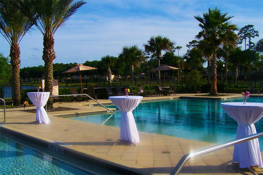 Poolside cocktail reception