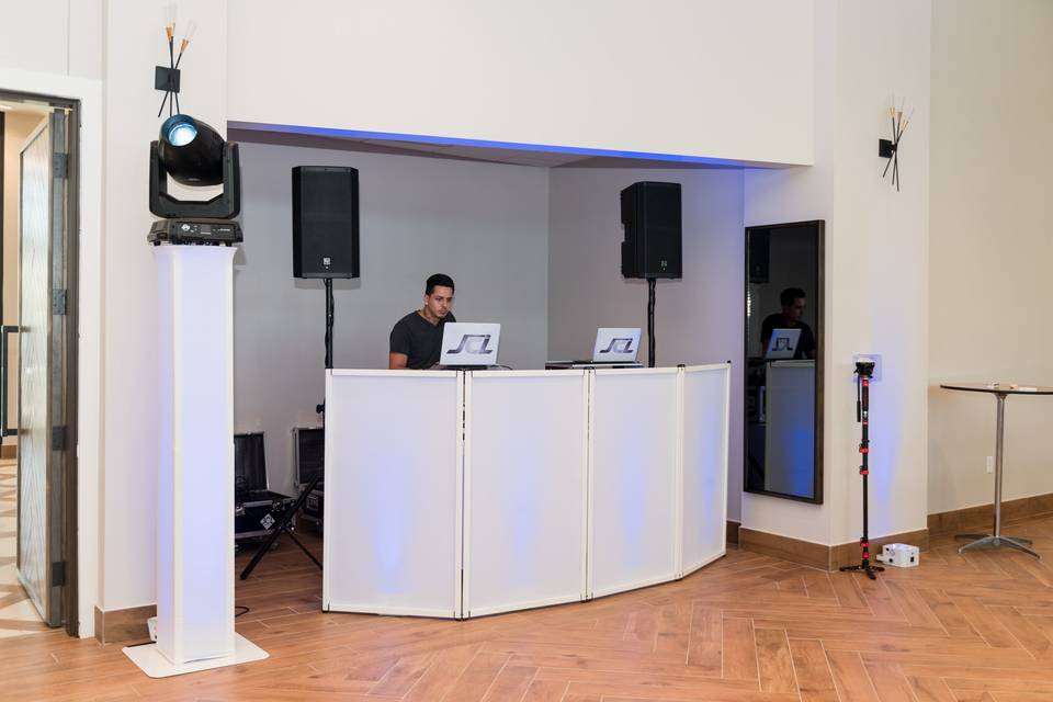Built in nook forDJ Booth