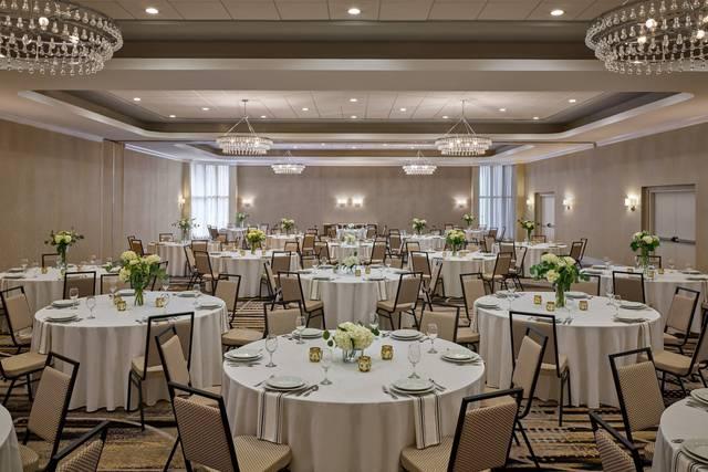 Delta Hotels by Marriott Chicago Willowbrook