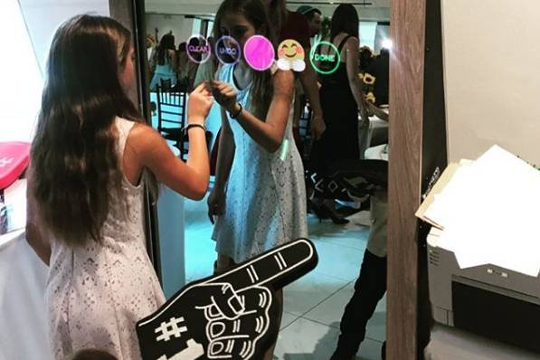 Mirror style photo booth + pf