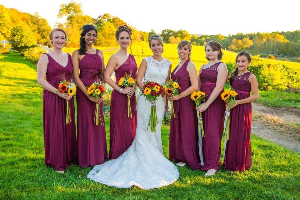 Bridal party with fresh bouquets