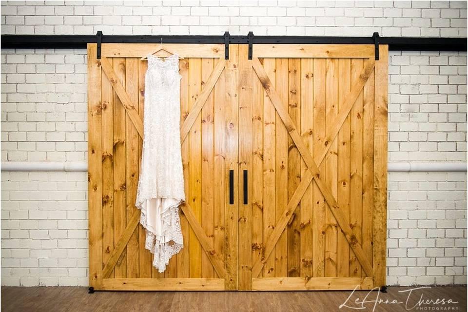 Elegant, rustic interior – LeAnna Theresa
