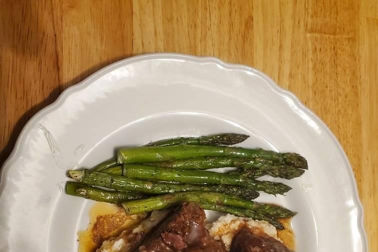 Short ribs with asparagus