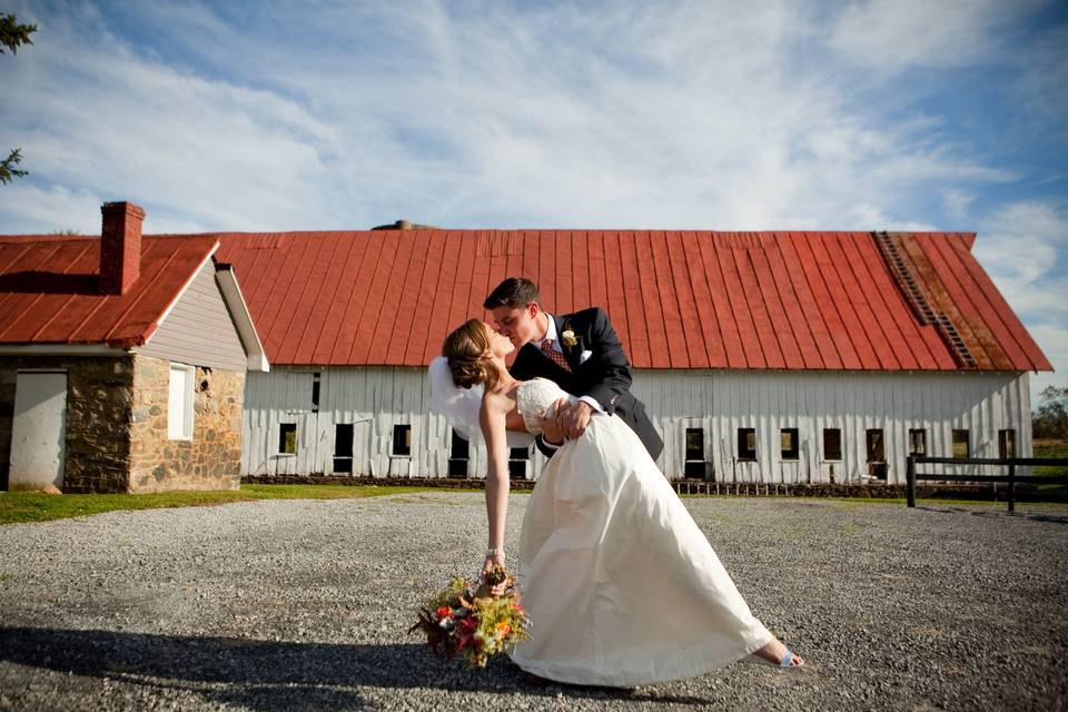 The newlyweds in front of the barn