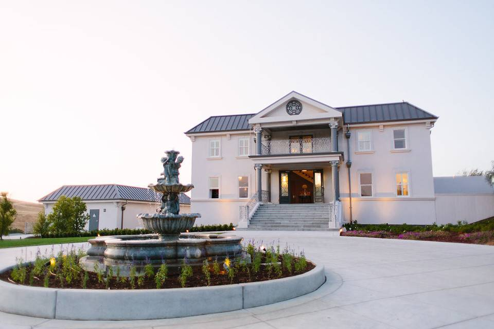 Exterior view of the Willow Heights Mansion