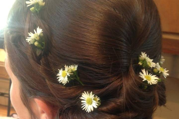 Mini daisies on updo