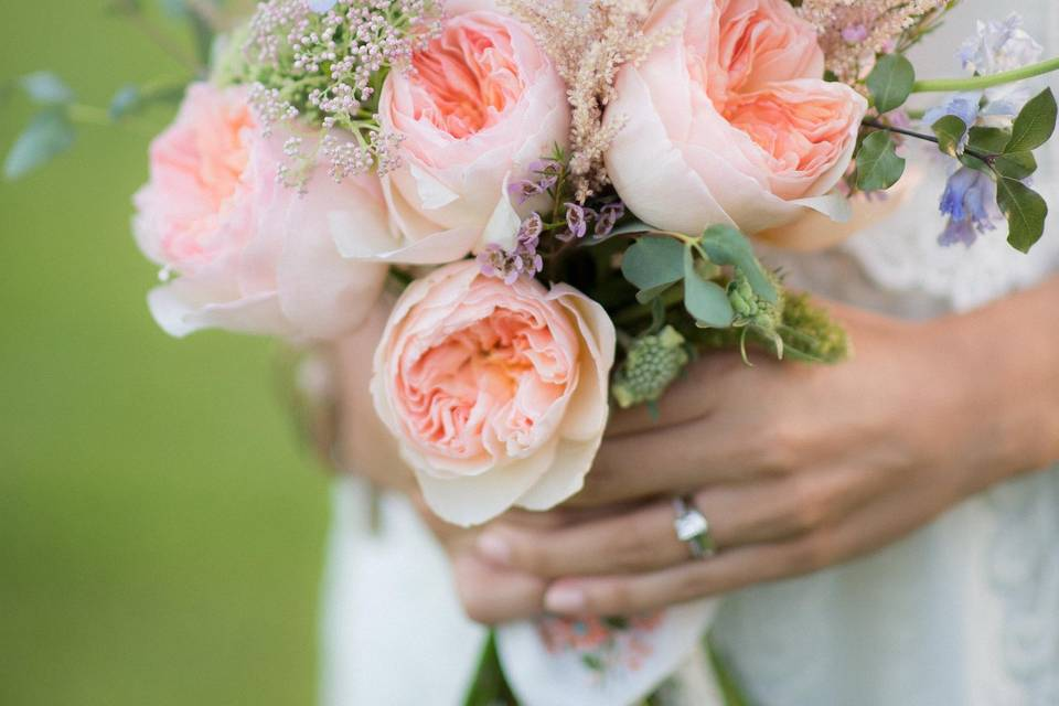 Peach accents in bouquet