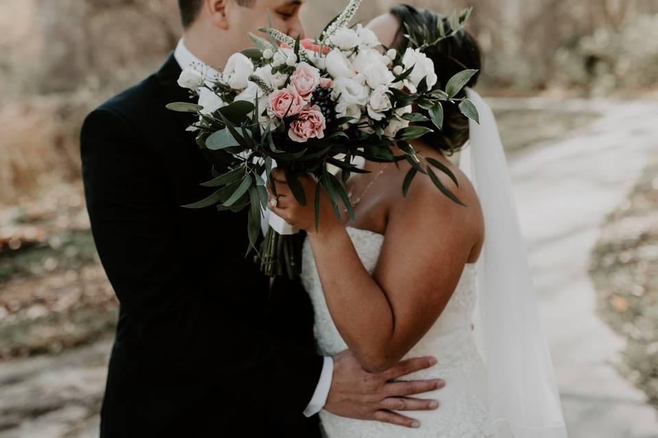 Couple Kiss Bouquet