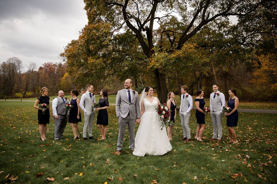 Wedding party poses - Yellow Tree Photography