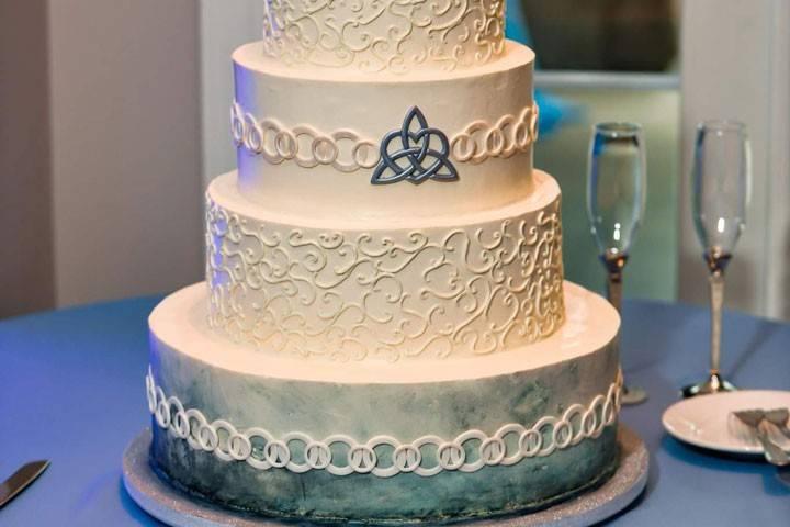 Celtic love knot navy cake
