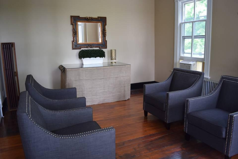 Grooms Lounge