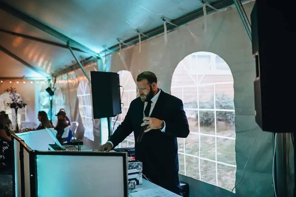 Willett Entertainment DJ Co.
