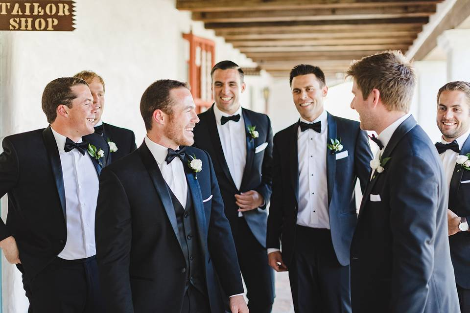 Friends bonding - Waller Weddings