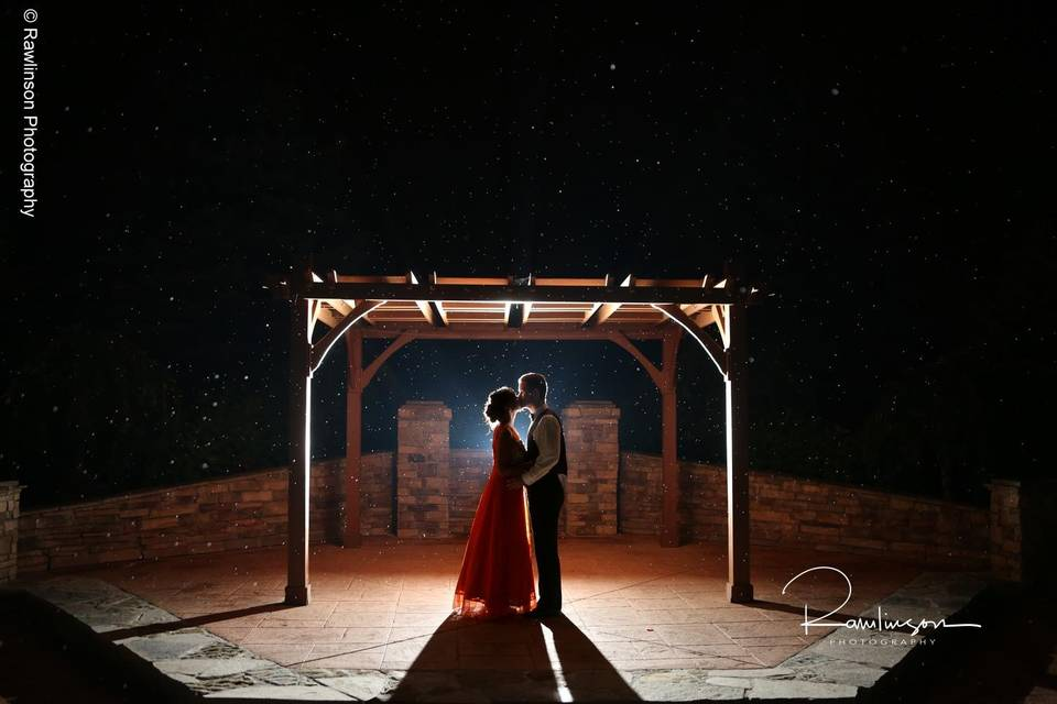 Happy couple - Night Pergola Picture