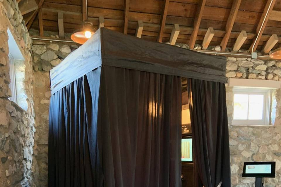 5'x5' Enclosed Photo Booth