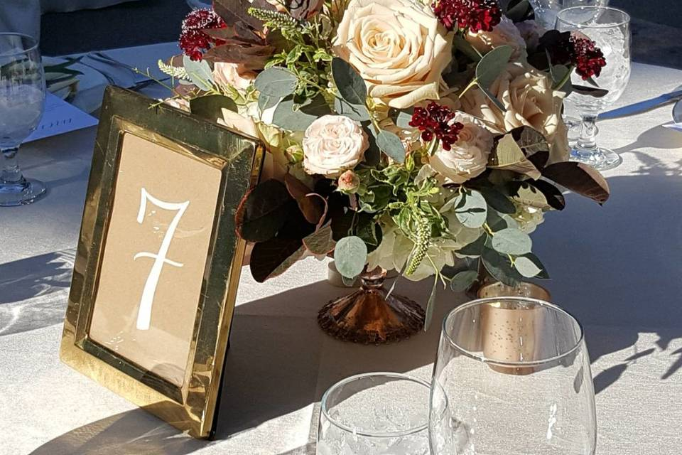 Table centerpiece and number
