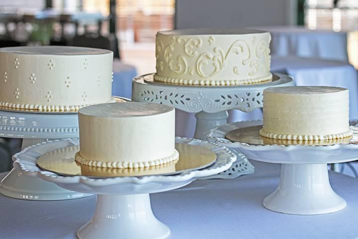 Sunnybrook Cutting Cakes