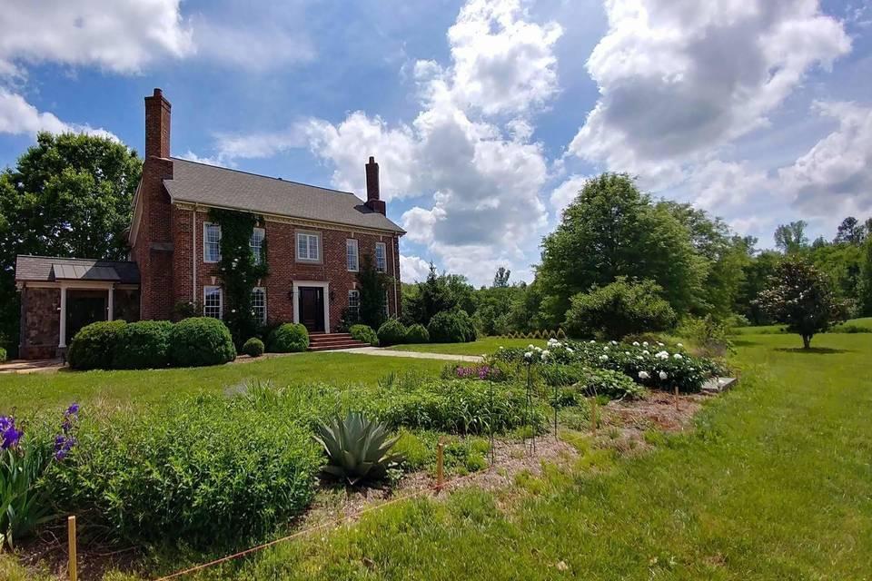 The Linden Manor - Between Two Bridges