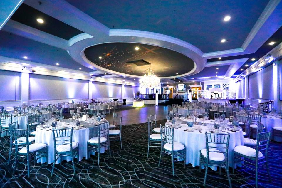 Cente room with silver & blue