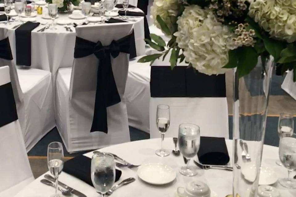 Detail of the white flower centerpieces