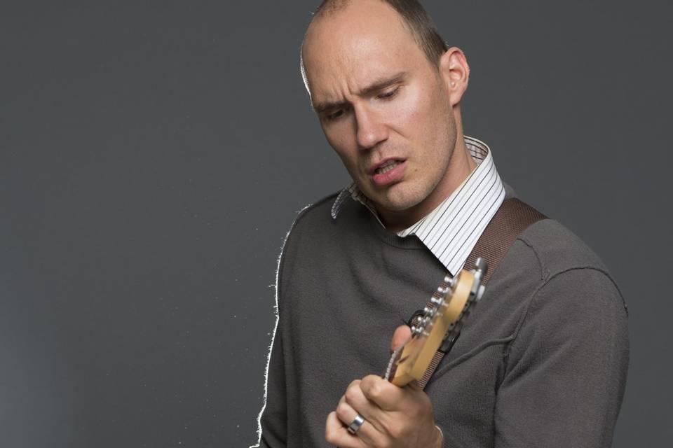 Moydie Nielson- Lead Guitar