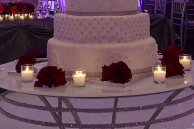 Five-layer wedding cake design