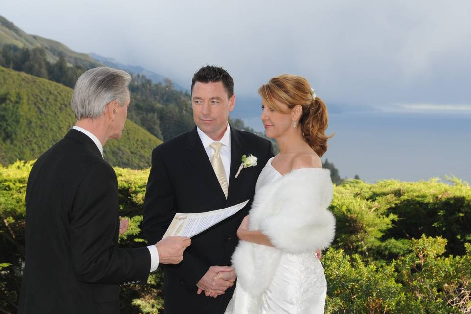 Ventana in in Big Sur - a simple, gorgeous wedding with incredible views and an award-winning restaurant