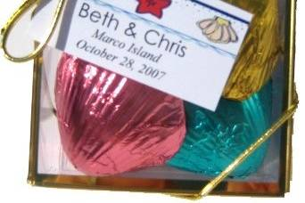 Our classic foil wrapped chocolate seashell gift box. A custom tag can be attached.