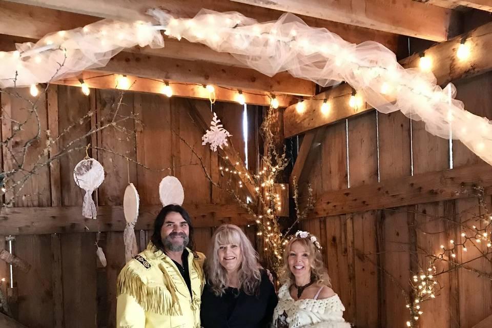 A lovely wedding in a barn on a snowy day