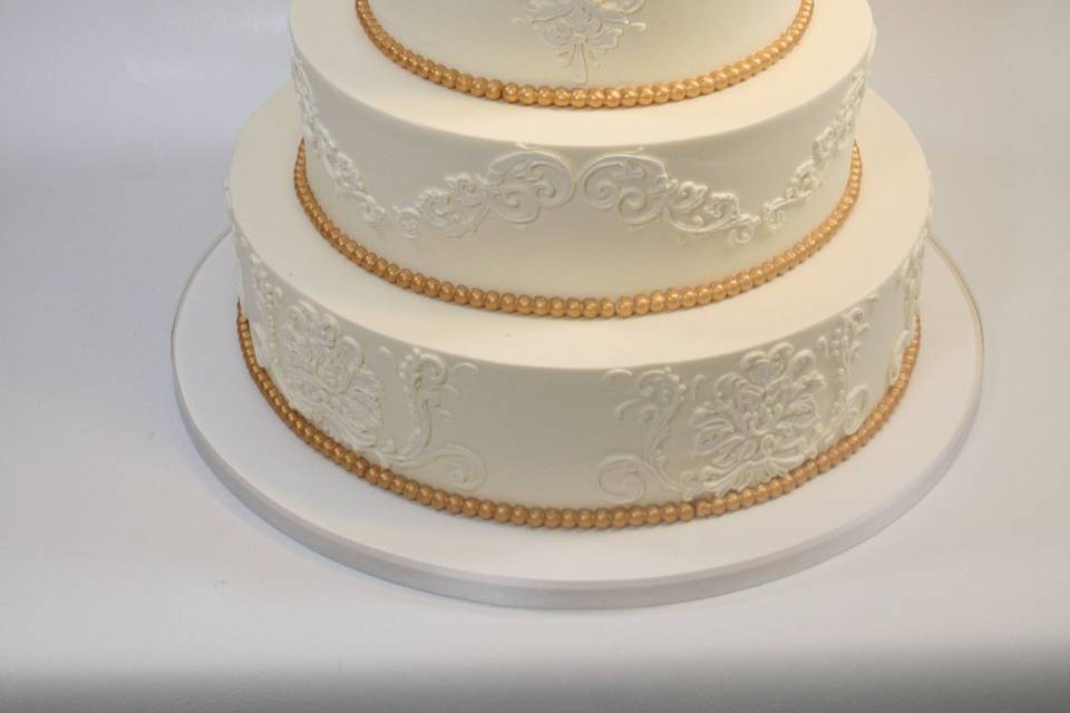 5-tier cake with gold detailing