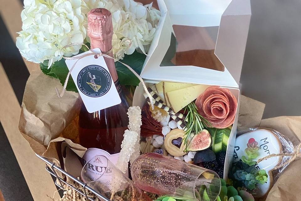 Gift basket charcuterie