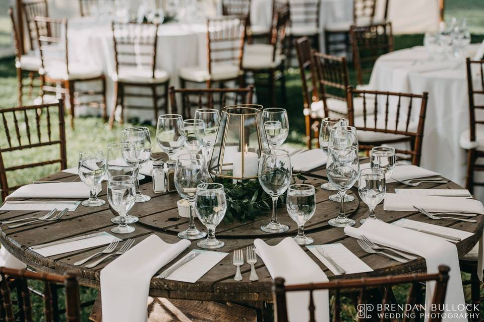 Round rustic table setup